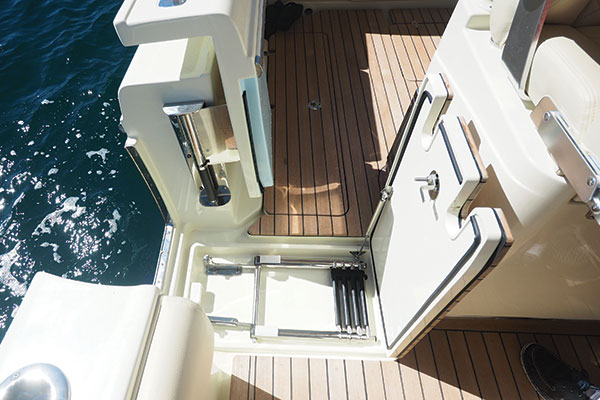 2018 Chris Craft  Catalina 30 Pilothouse full
