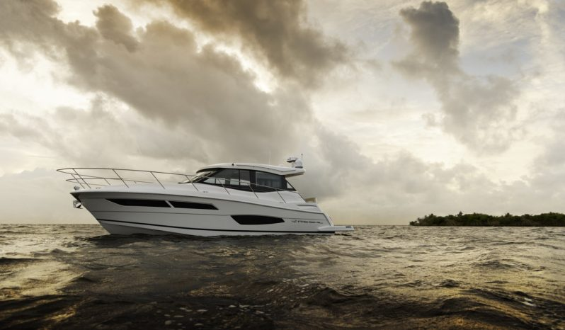 Regal Boats 38 Grande Coupe- New Model Release full