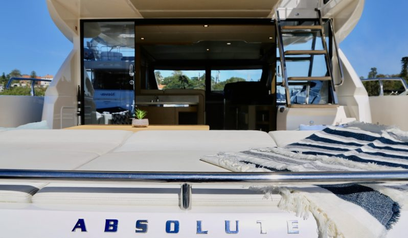 2017 Absolute 52 Fly full